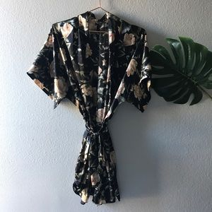 Beautiful black floral kimono style short robe.